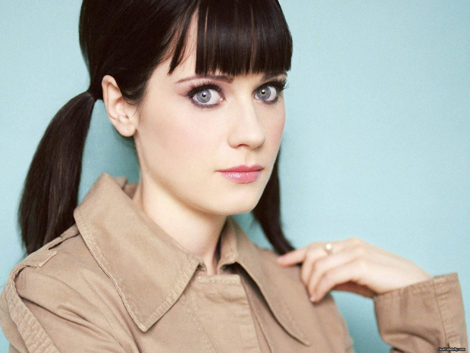 Zooey Deschanel Is Single