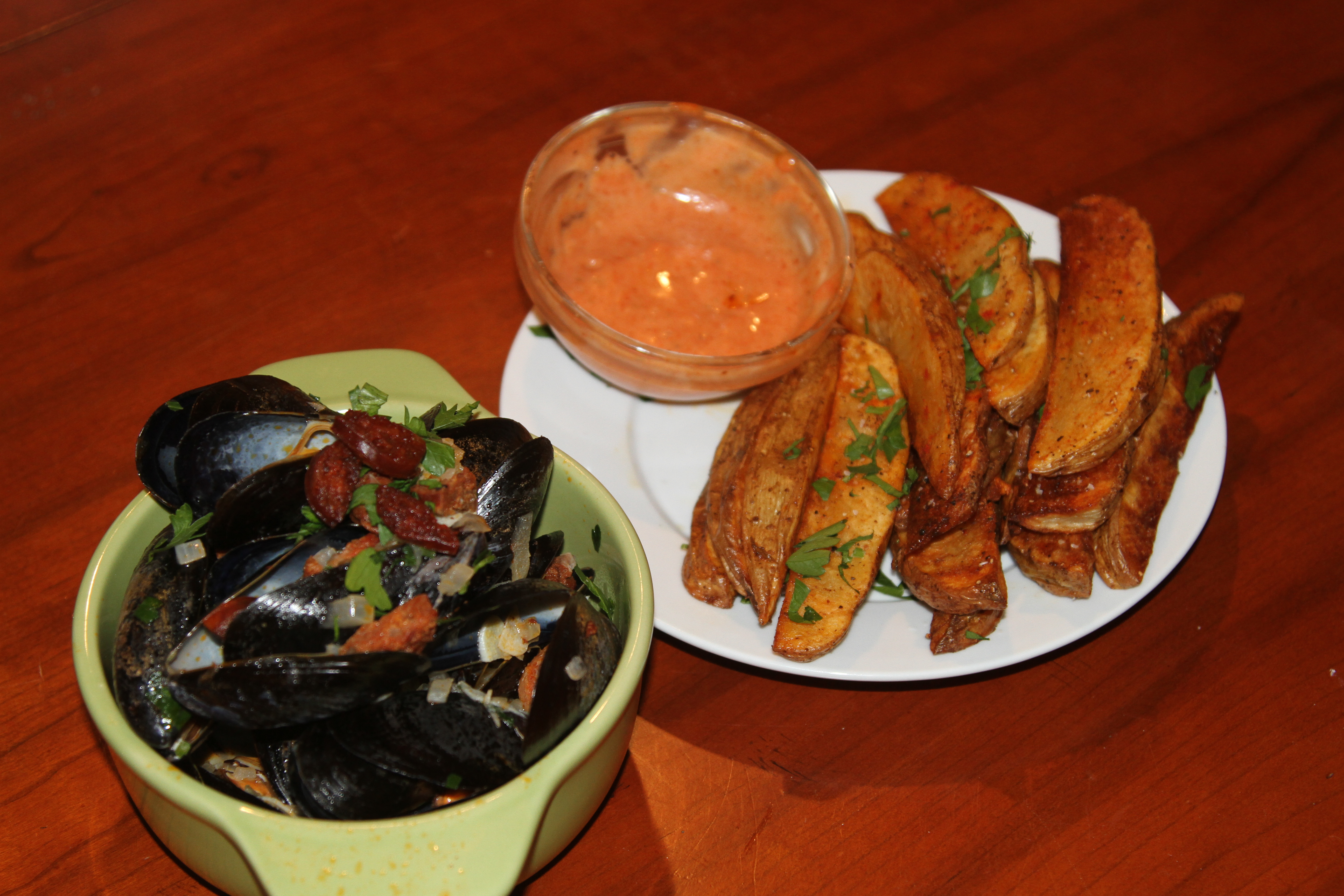 P.E.I. Mussels w/ Chorizo & Crispy Oven Baked Fries w/ Sweet & Spicy Dipping Sauce